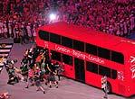 伦敦八分钟表演 特色巴士开进鸟巢