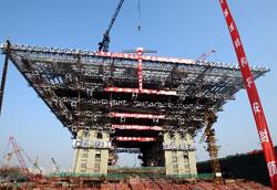 上海世博会中国馆主体结构封顶