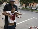 总统府守卫向示威者开枪