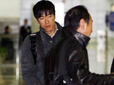 结束赴美疗伤回国 刘翔抵达上海