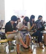 赛前做好准备 最爱女主播 2009上海车展