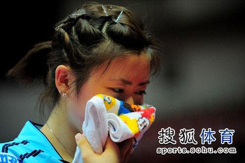 瓷娃娃掩面哭泣?